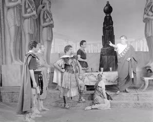 Kultúra - G. B. Shaw: Caesar és Cleopatra a Madách Színházban