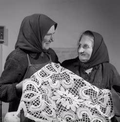 Folklór - Népművészet - Az első csipkeverők