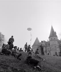 Oktatás - Életkép - Játék a kastély parkjában