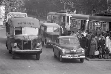 Közlekedés - Úton a Magyar Rádió közvetítőkocsija