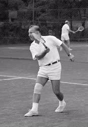Belpolitika - Sport - Nyers Rezső teniszezik