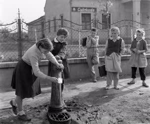 Életkép - Nagyrédei iskolások