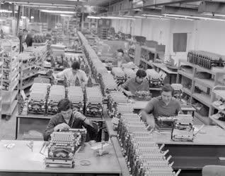 Ipar - Táskaírógépek gyártása