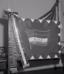 Évforduló - 40 éves a Szovjet Hadsereg - A KISZ ajándékai