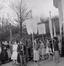 Vallás - Nagyszombati körmenet Harcon