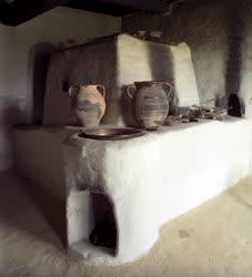 Folklór - Nép építészet - Kemence egy göcseji tájházban
