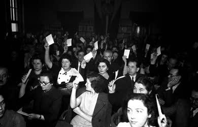 Belpolitika - Az MSZT gyűlésén