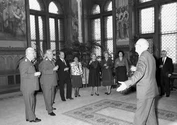 Fegyveres erők - Katonatisztek kitüntetése és kinevezése