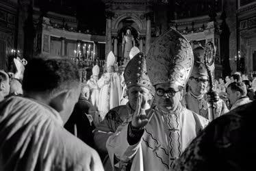 Egyház - Katolikus püspökök felszentelése