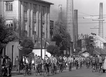 Városkép-életkép - Közlekedés - Kerékpárosok Győrött