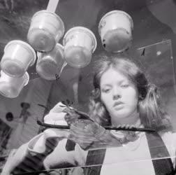 Foglalkozás - Figurafestés közben a Pannónia Filmstúdióban