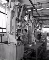 Ipar - Az Aluminiumgyár tiszafüredi üzemében