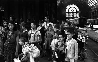 Ifjúság - Gyermekvonat indul Franciaországba