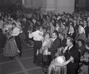 Szórakozás - Táncosok a svábbálon