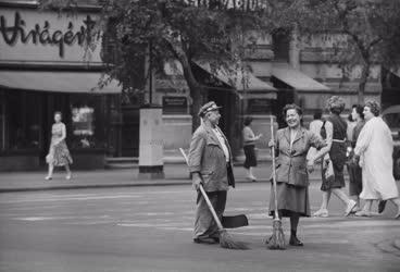 Életkép - Budapesti képek - Utcaseprők