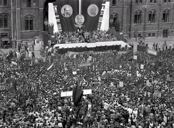 Belpolitika - A budapesti dolgozók békegyűlése