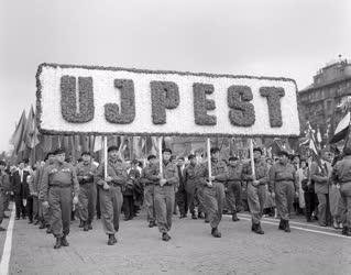 Ünnep - Belpolitika - Május elsejei felvonulás