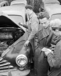 Kereskedelem - Autókereskedés