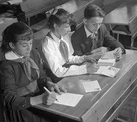 Oktatás - Szervezet - Ifjúság - Levélkiállítás Okányban