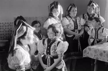 Folklór - Hollókői népviselet