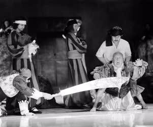 Kultúra - Színház - Moliére: Az úrhatnám polgár