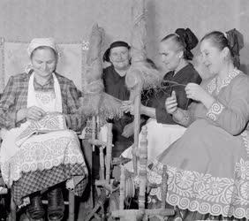 Életkép - Népszokás - Buzsáki fonóasszonyok