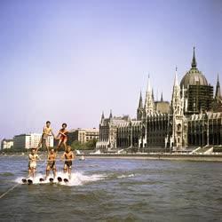Sport - Vízisízők a Dunán