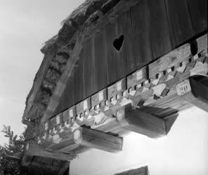 Kultúra - Népművészet - Faragott homlokzatú ház