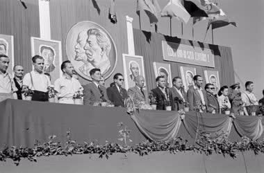 Belpolitika - Nagygyűlés a koreai háború évfordulóján Ózdon