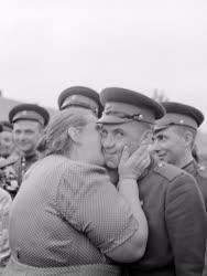 Külkapcsolat - Szovjet katonák búcsúztatása