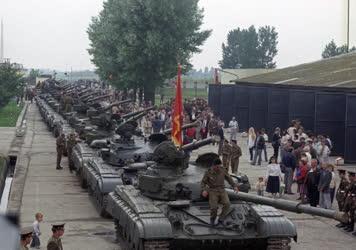 Katonapolitika - Szovjet csapatkivonás