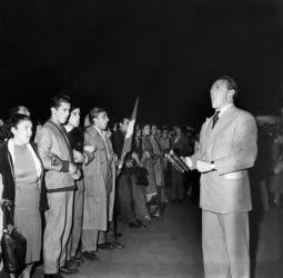 Belpolitika - '56-os forradalom - Sinkovits Imre szaval a Parlamentnél