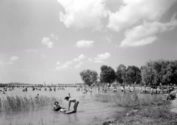 Szabadidő - Nyaralás - Balatonfüredi strand