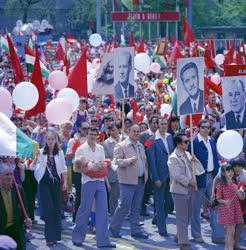 Ünnep - Állami ünnep- Felvonulók a budapesti május 1-jei felvonuláson
