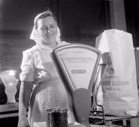 Kereskedelem - Krumpli csomagolás a Nagyvásártelepen