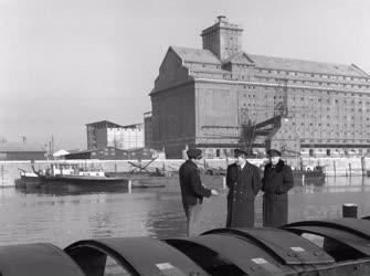 Közlekedés - Logisztika - Késő őszi képek a Csepeli Szabadkikötőből