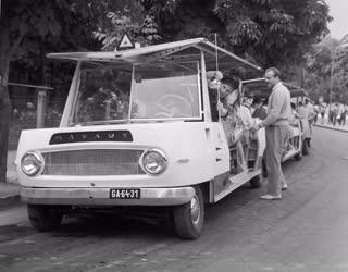 Közlekedés - A mikrobusz közlekedik Tihany és Balatonfüred