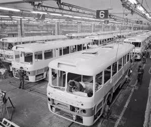 Ipar - Ikarus városi autóbusz sorozatgyártása