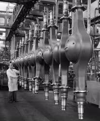 Ipar - Járműipar - Futóműházak a Rába üzemében