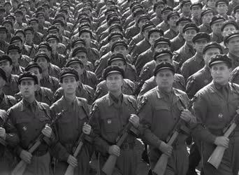 Fegyveres erők - Készülődés április 4-ére