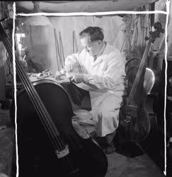 Életkép - Artz Antal hangszerkészítő