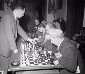Sport - Sakk - Szimultán játszma