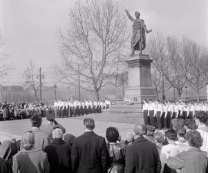 Nemzeti ünnep - Koszorúzás a Petőfi-szobornál
