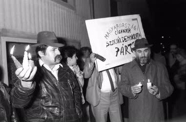 Tiltakozó gyűlés Raoul Wallenberg táblájánál