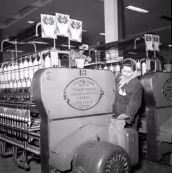 Gazdaság - A Szegedi Textilkombinát fonóüzeme