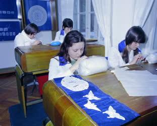 Folklór - Hungarikum - Csipkevarrók a halasi Csipkemúzeumban