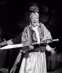 Színház - Bemutató a Nemzeti Színházban - Az úrhatnám polgár