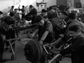 A szerző válogatása - A Bánki Donát ipari tanuló intézetben