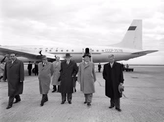 Belpolitika - Kádár János hazaérkezik az ENSZ Közgyűlésről