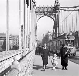 Életkép - Régi Budapest - A régi Erzsébet híd